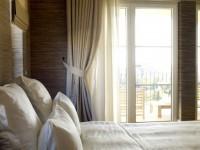 Окно в спальне — правила оформления + 100 фото в интерьере спальни