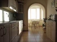 Кухня с балконом — варианты идеального зонирования (100 фото)