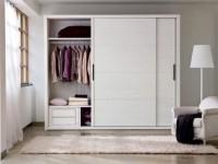 Шкафы-купе: 150 фото современных моделей в интерьере