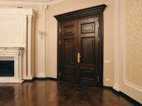 На что обратить внимание при выборе дверей из массива?