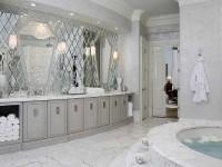 На какой высоте крепить зеркало в ванной?