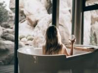 Чем растворить волосы в сливе ванной?