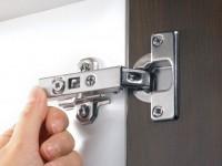 Регулировка дверей кухонных шкафов
