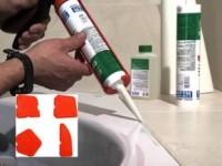 Как ровно нанести герметик в ванной?