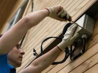 Ввод электрокабеля в деревянный дом