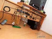 Как спрятать провода от компьютера под столом?