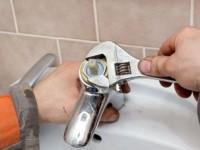 Почему шумит смеситель в ванной?