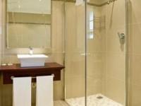 Как поставить душевую кабину в маленькой ванной?