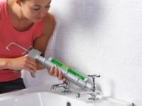 Как работать с герметиком в ванной?