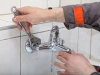 Как поменять прокладку в смесителе в ванной?