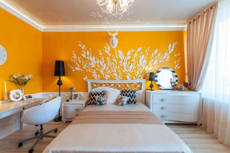 Декор стены в спальной комнате 1