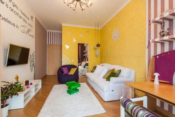 Гостиная дизайн в желтом цвете 171