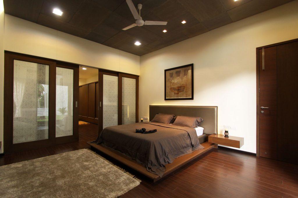 Интерьер спальни фото с коричневой мебелью