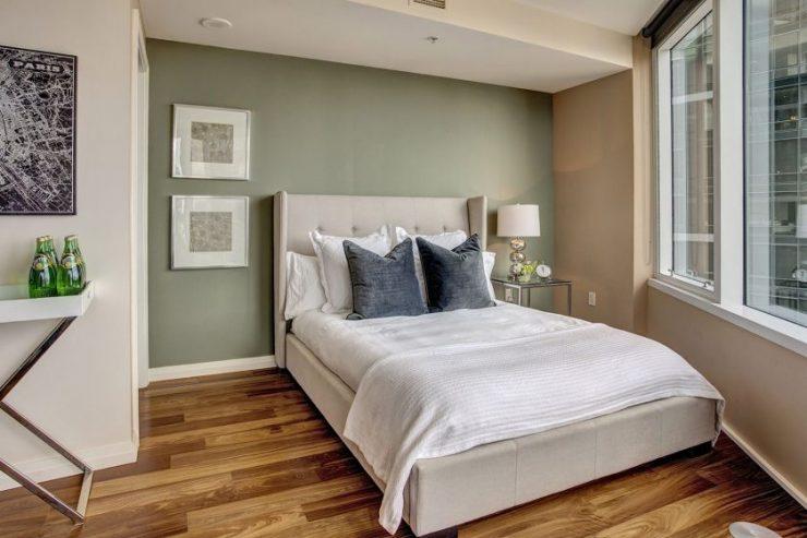 Спальня в однокомнатной квартире 24