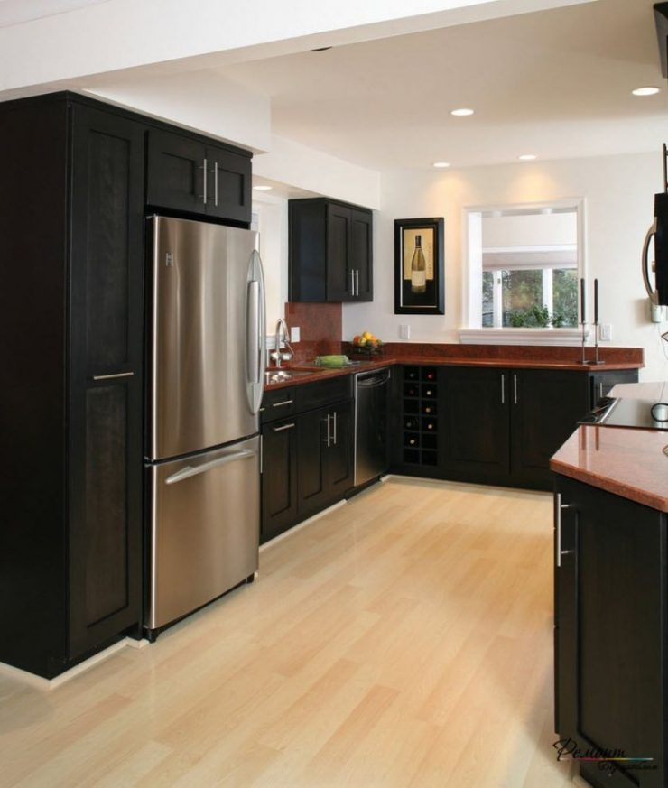 Угловые кухни с большим холодильником недорогие кухни 2100