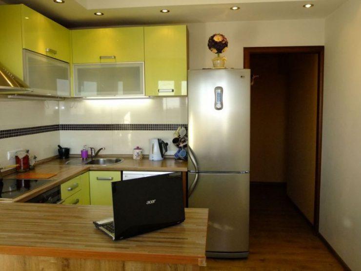 Кухня-гостиная 15 квадратов дизайн с барной стойкой