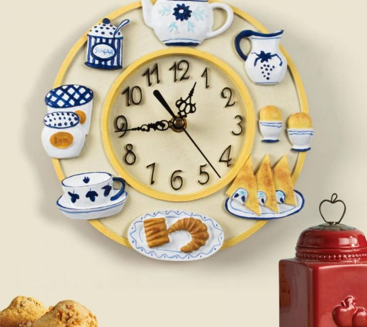 Для того чтоб все успеть, приобретите часы на кухню — настенные модели представлены необычными изделиями с множеством декора, а также в различных стилях.
