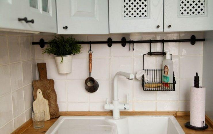 Для улучшения удобства и комфортных условий использования кухни, процесса  приготовления пищи используют рейлинги для кухни. fa327f54a1a