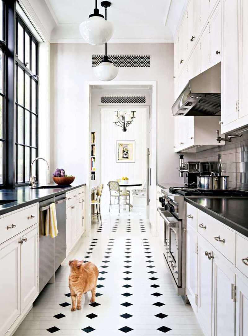 узкая кухня из дерева