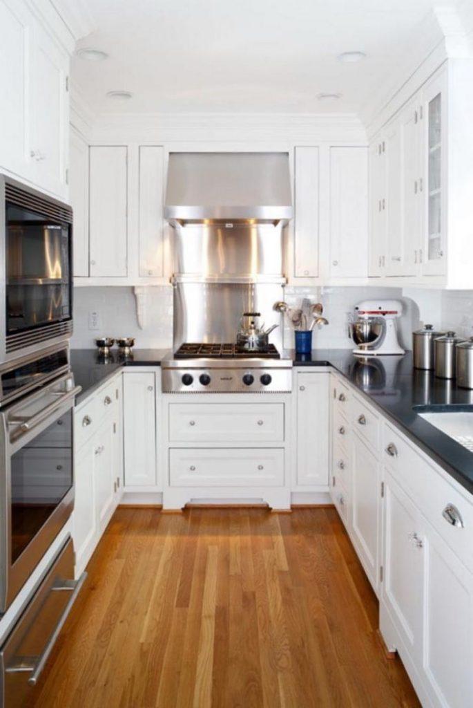 Фото дизайн вытянутой кухни с окном 117