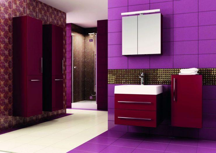 Интерьер мебели в ванной в бордовом цвете