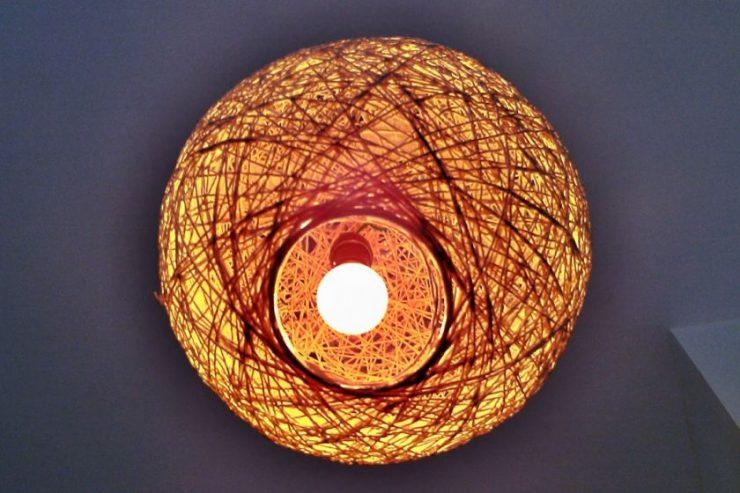 Лампу из ниток своими руками