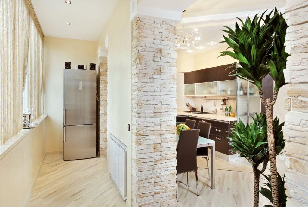 Кухня с совмещенным балконом. размещение холодильника на бал.