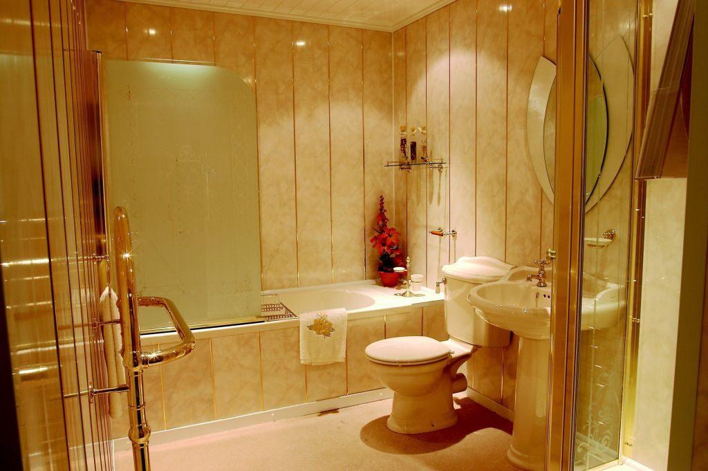 Отделка ванной комнаты панелями пвх на клей своими руками