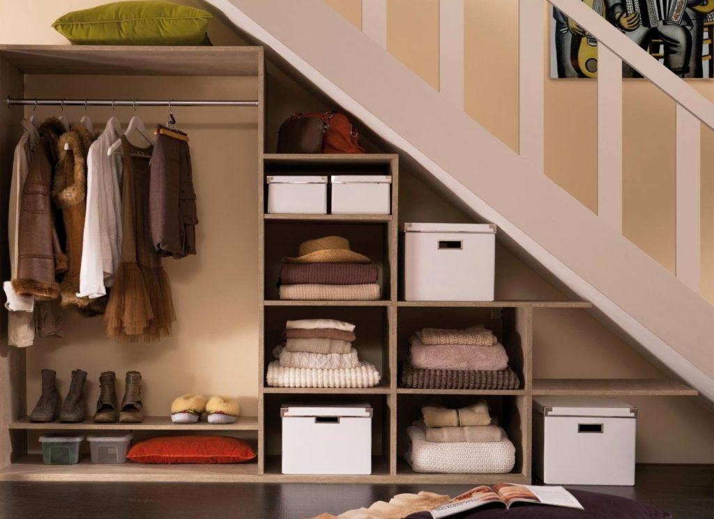 Проект гардеробной под лестницей.