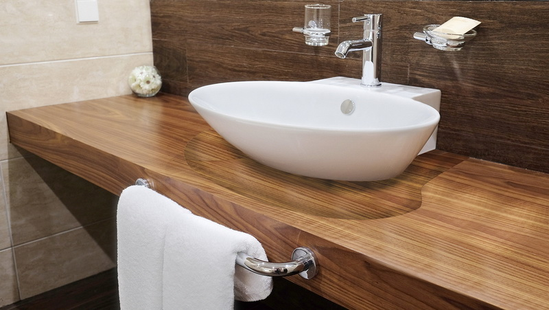 На какой высоте вешать умывальник в ванной: стандарты и расчет высоты
