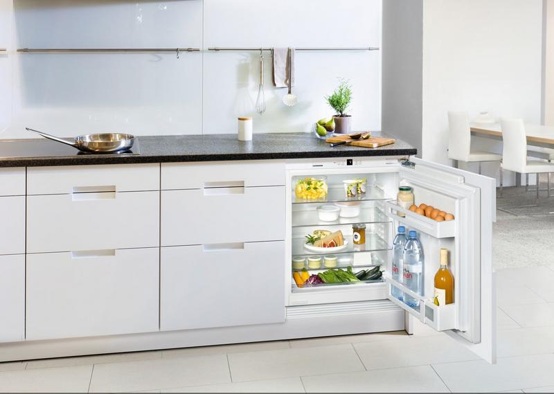 Встроенный холодильник: как выбрать оптимальное место в кухонном гарнитуре
