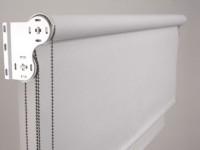 Рулонные шторы на пластиковые окна: методы установки, сочетание в интерьере +100 фото